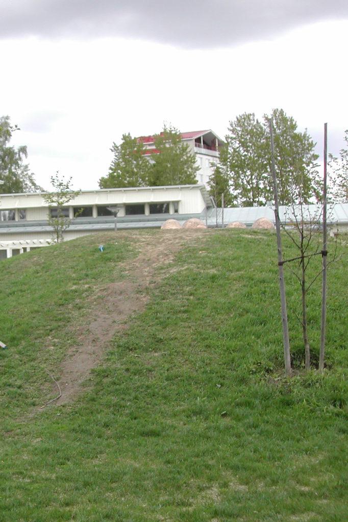 Olli Larjo, Paikka, 2003–04, ympäristöteos, kuva Reima Määttänen, Hämeenlinnan taidemuseo
