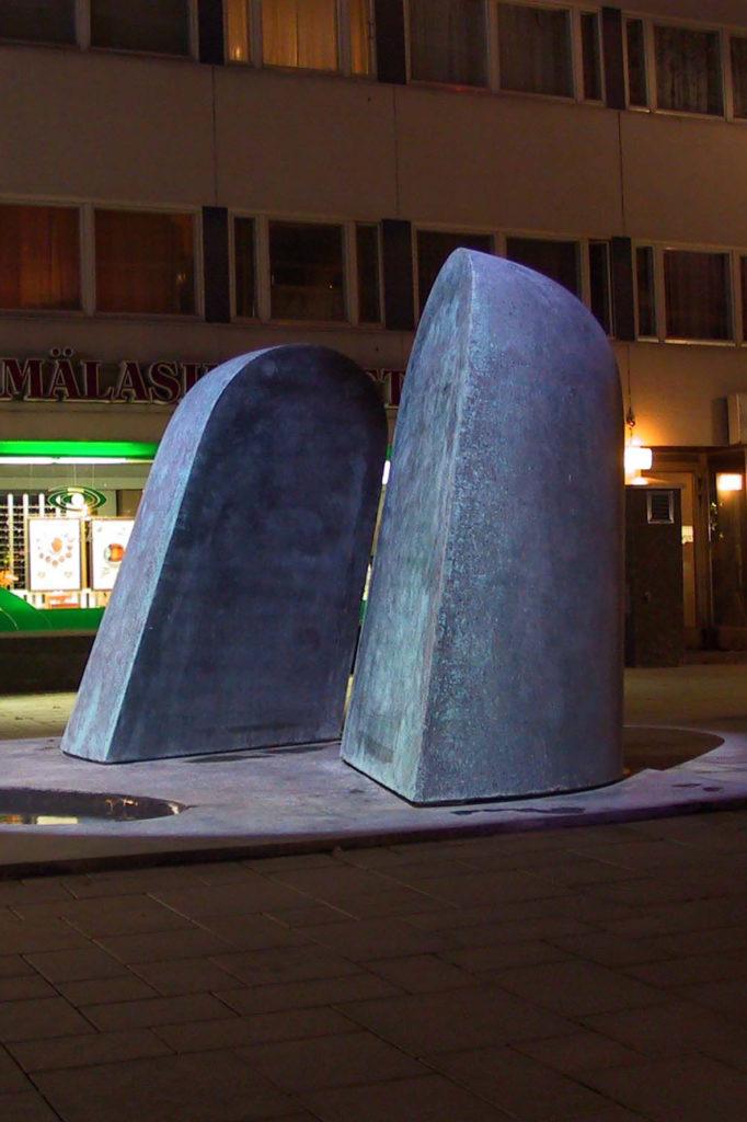 Pertti Kukkonen, Kohtaaminen, 2004, kuparibetoni, kuva Reima Määttänen, Hämeenlinnan taidemuseo