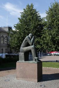Mikko Hovi, Larin-Kyösti, 1961-62, pronssi, kuva Reima Määttänen, Hämeenlinnan taidemuseo