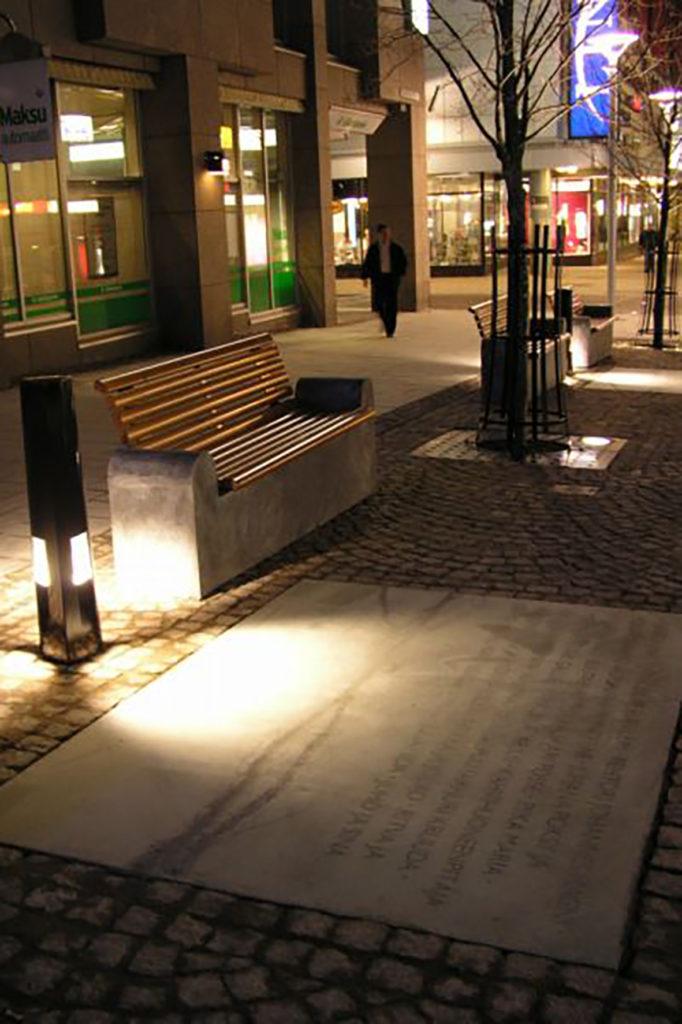 Marjukka Vainio, Olli Jalonen ja Riitta Jalonen, Linjaali, 2004, betoni, kuva Reima Määttänen, Hämeenlinnan taidemuseo