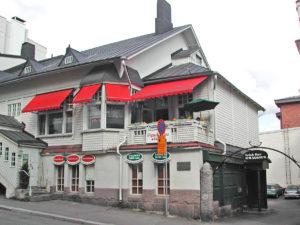 Ravintola Piparkakkutalo, jonka seinässä muistolaatta on.